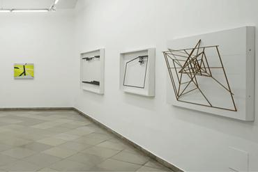 02__Raum_Ausstellung_Galerie_artmark_Homme_Solitaire_Ingo_Nussbaumer_mit_Janos_Megyik