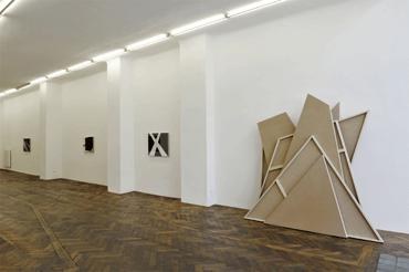 02_ansicht_vorne_Galerie_Hubert_Winter_Ausstellung_Ingo_Nussbaumer_2013
