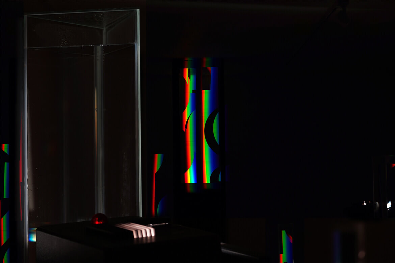 Eine Installation mit prismatischem Licht von Künstler Ingo Nussbaumer