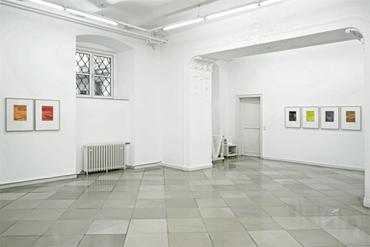 07___Raum_Ausstellung_Galerie_artmark_Homme_Solitaire_Ingo_Nussbaumer_mit_Janos_Megyik