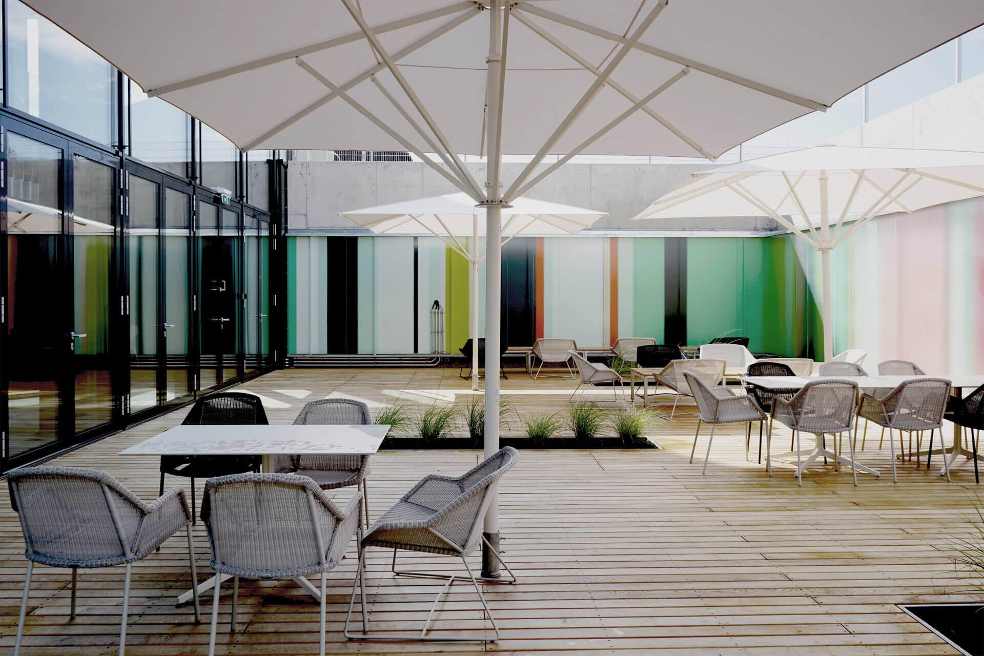 Croma_Headquarter_Architekturprojekt_farkgestaltung_ingo_nussbaumer_querkraft_Terrassenbereich