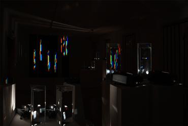 Installation mit Prismen_Ausstellung_Galerie_Marenzi_Leibnitz_Steiermark_Kunst_Ingo_ Nussbaumer