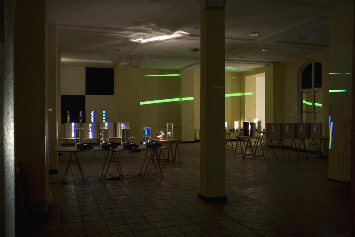 Link zum Bereich Forschung und Lehre: Farbforschung ist ein Bereich der Arbeit des Künstlers Ingo Nussbaumer
