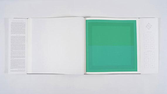 Grüne Serigrafie im Buch